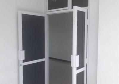 Contoh pemasangan pintu powder coating yg dikerjakan Magnoo Aluminium Semarang