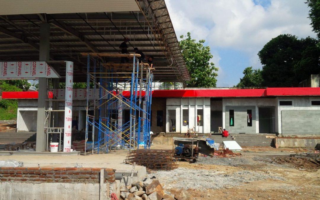 Pemasangan canopy atap IWF pom Bensin