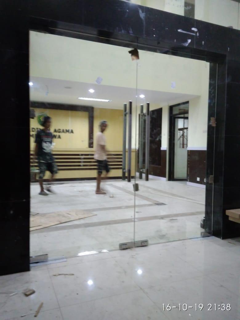 Pintu kaca frameless dan tempered